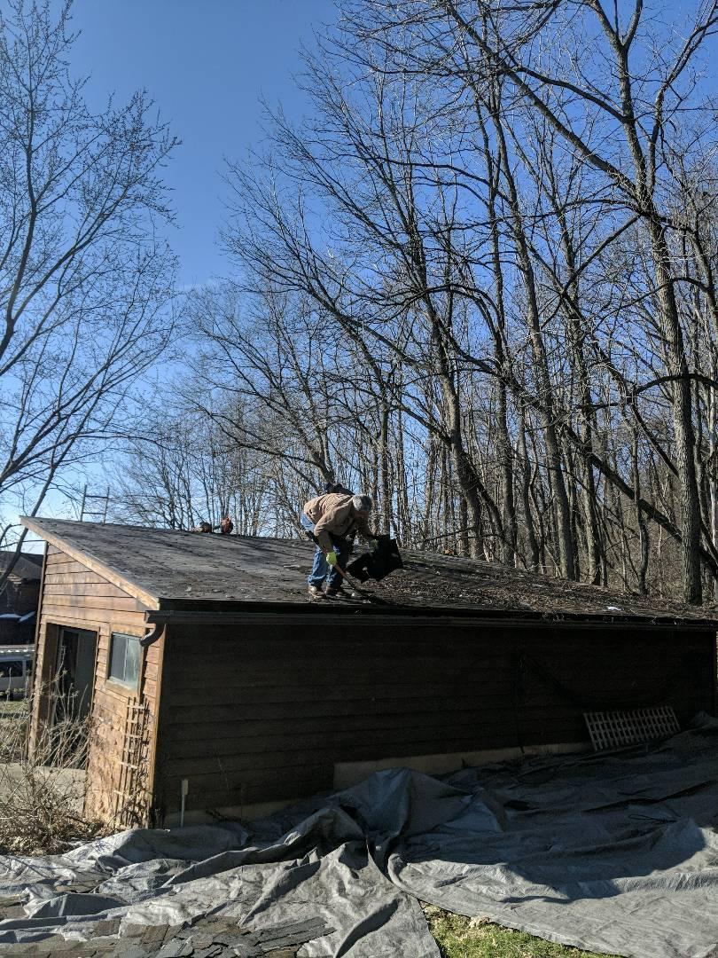 River Falls, WI - R roofing detached garage River falls Wisconsin. Installing GAF timberline HD cedar blend