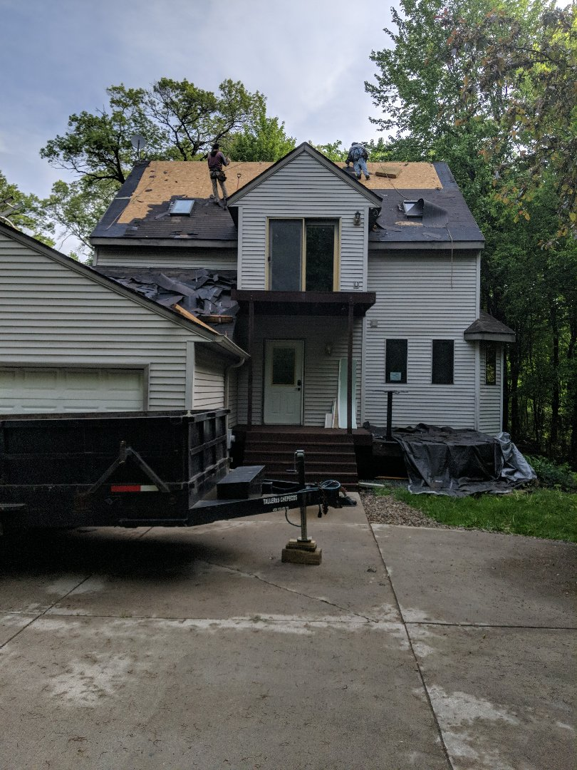 River Falls, WI - Shingling home with malarkey vista AR storm gray with Scotchgard and 3m smog reducing granuals