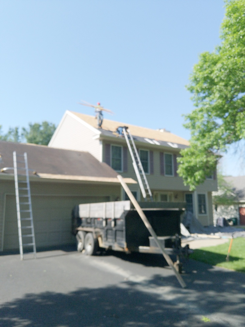 River Falls, WI - Roofing home with certainTeed landmark weatheredwood asphalt shingles