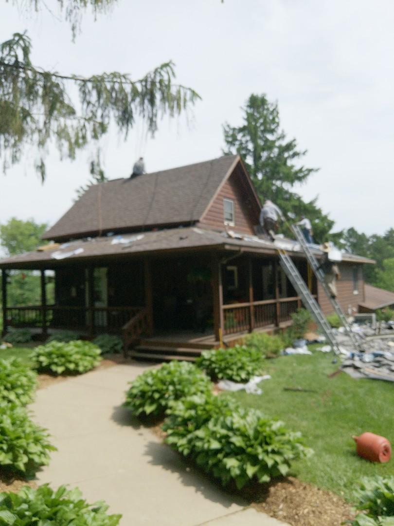 Beldenville, WI - Roofing home with asphalt shingles malarkey vista sbs rubberized shingle color heather