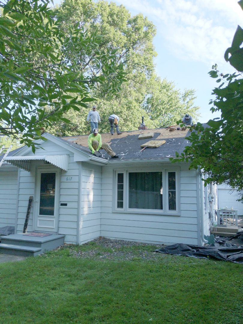 River Falls, WI - Roofing install is certainties landmark asphalt shingles pewter