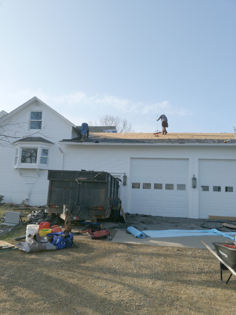 River Falls, WI - Finishing up roofing project using malarkey vista impact resistant shingles rubberized color storm Gray