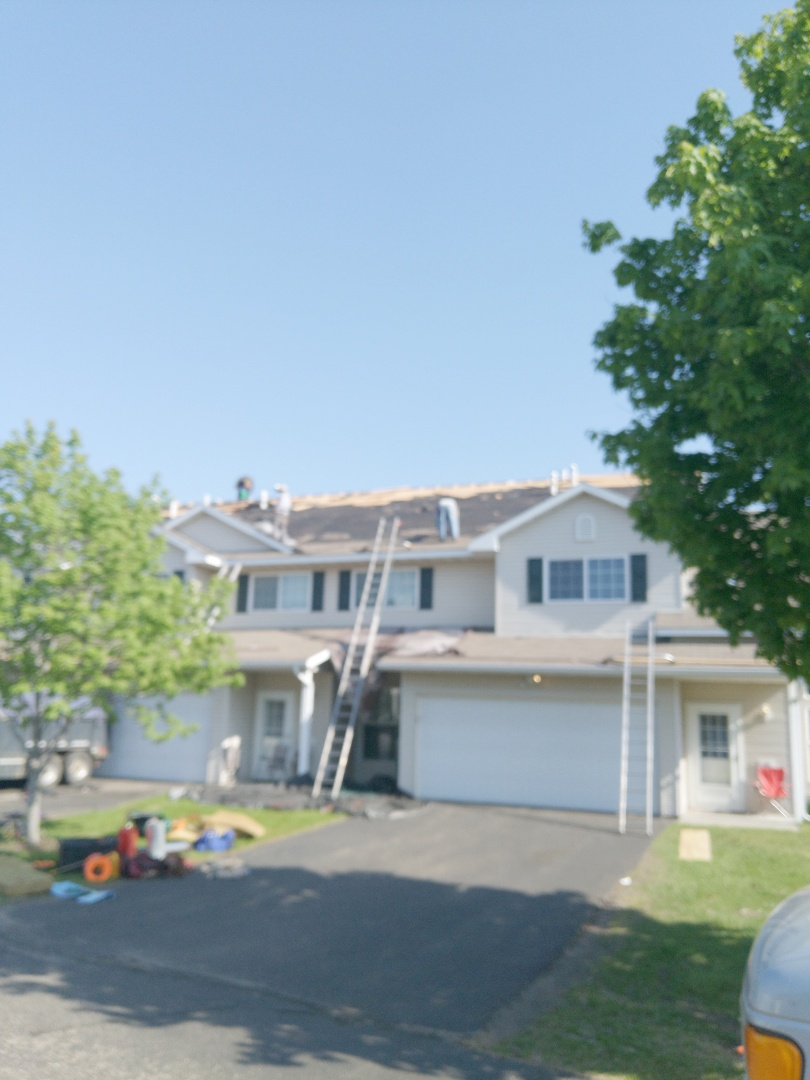 Hudson, WI - Starting another HOA project here for the lighthouse villas in Hudson making progress hopefully we get to the point where we'll be done in another month or less. Installing CertainTeed landmark asphalt shingles