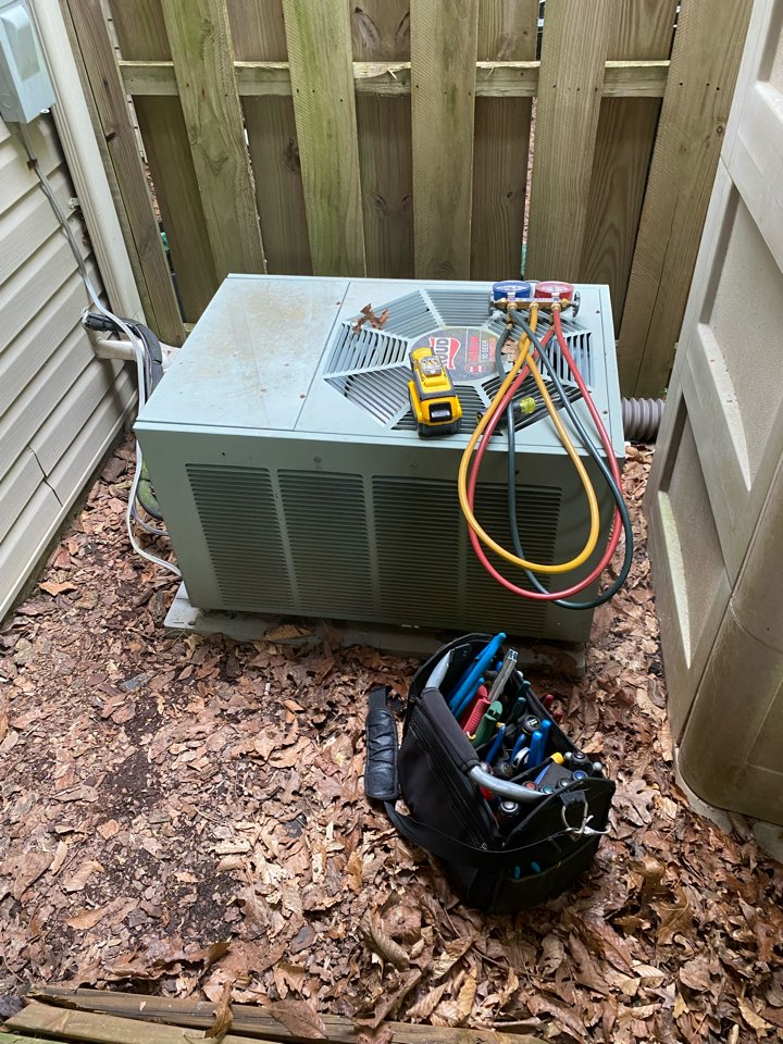 Abingdon, MD - Found a leak on an old r22 air conditioning system that needs to be replaced with a 90+ furnace.