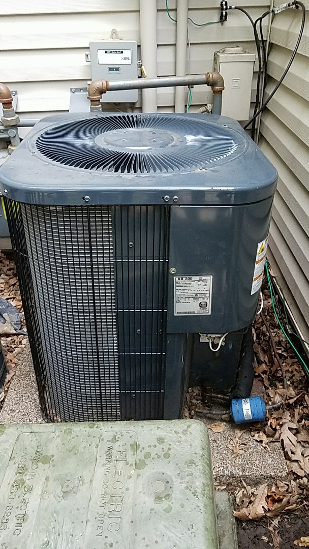 Burnsville, MN - Air Conditioning service call. Perform a repair on a goodman ac unit.
