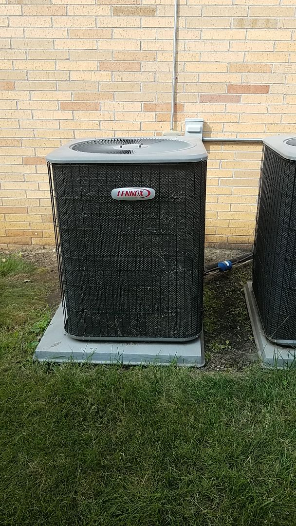 Burnsville, MN - Ac service call. Performed a air conditioning repair on a lennox system. Add Refrigerant