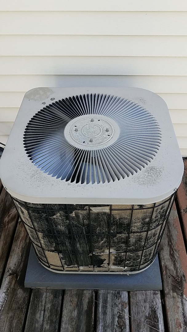 Burnsville, MN - No cooling service call. Performed a repair on a Lennox air conditioner