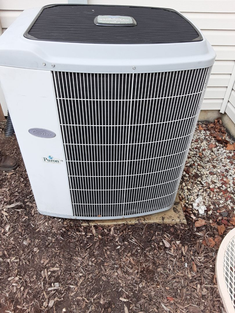 Shorewood, IL - Complete ac maintenance. Replaced air filter. Recommend replacing ac unit due to old age in the future.