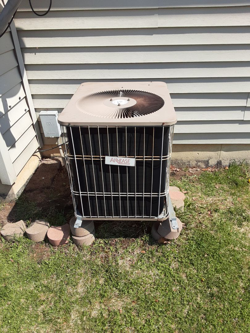Montgomery, IL - Complete ac maintenance. Replaced dual run capacitor.