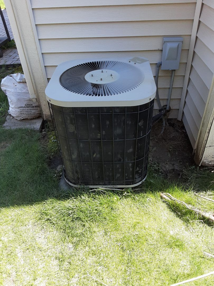 Romeoville, IL - Complete ac maintenance.  Recommend a hard start kit for ac compressor