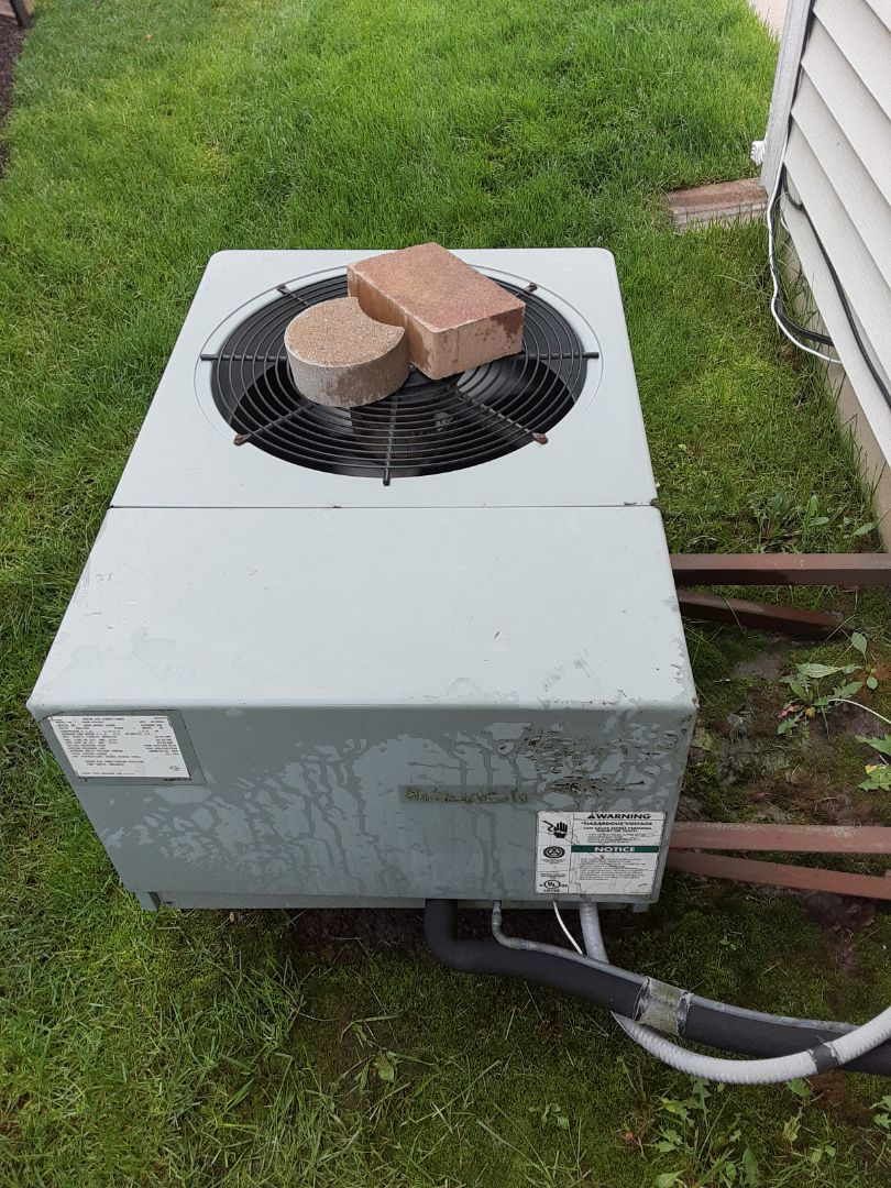 Romeoville, IL - Complete ac maintenance. Recommend replacing run capacitor on blower motor.