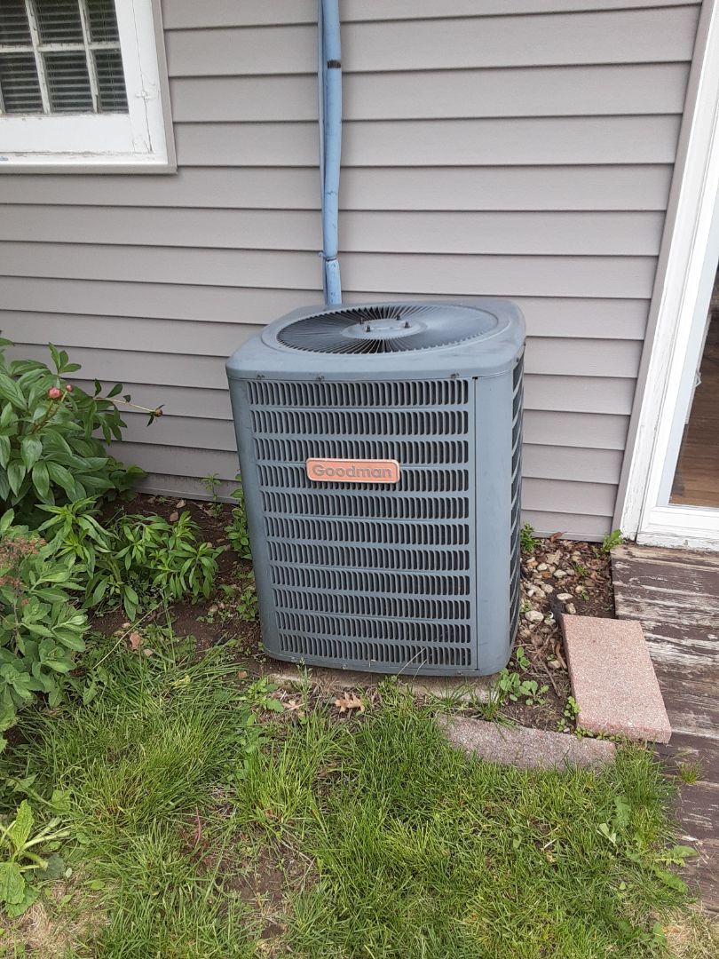 Lockport, IL - Complete ac maintenance. Customer is aware of possible problems.
