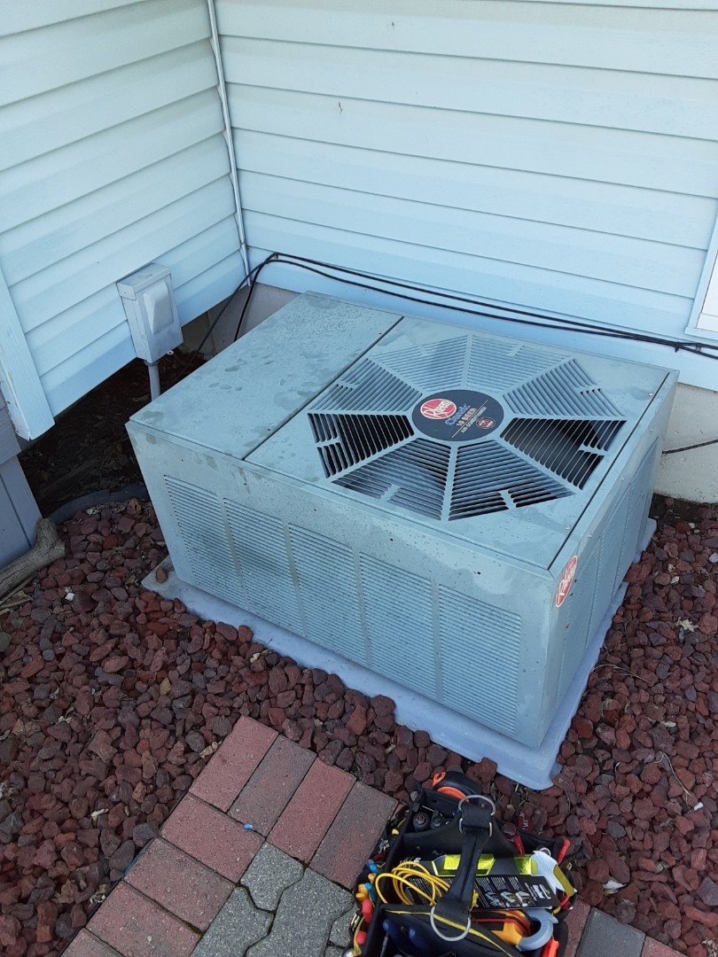 Joliet, IL - Complete ac diagnostic. Added 2lbs r22 and easy seal. Unit is now cooling.