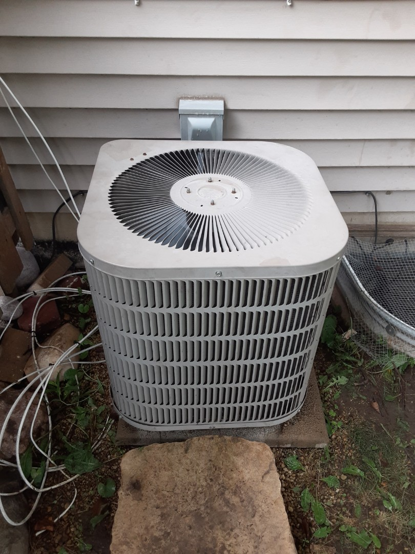 Romeoville, IL - Complete ac diagnostic. Added 2lbs of R22.