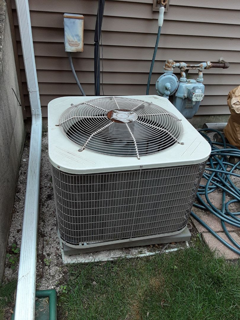 Naperville, IL - Complete ac maintenance. Replaced blower motor run capacitor.