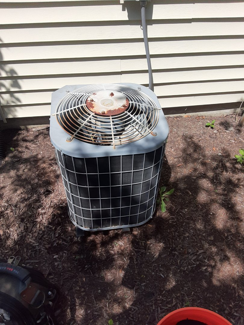 Naperville, IL - Complete ac maintenance. Replaced dual run capacitor and added 1lb of R22.