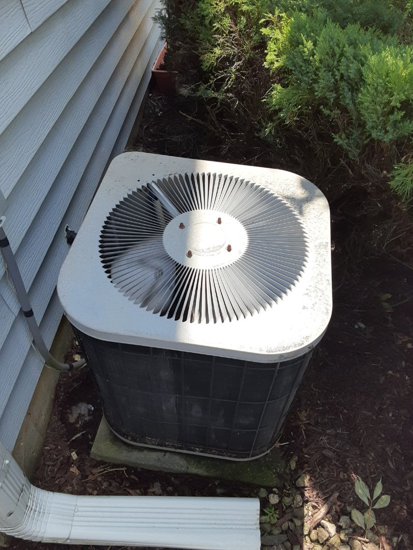 Naperville, IL - Complete ac maintenance. Added 1lbs of R22. Recommend furnace maintenance.