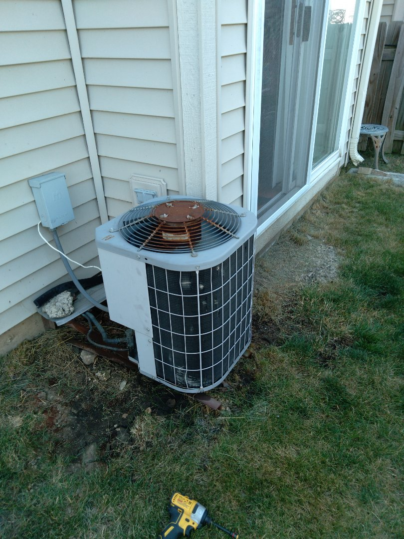 Plainfield, IL - Diagnosed carrier ac system for no cooling. Found thermostat faulty. Replaced thermostat.
