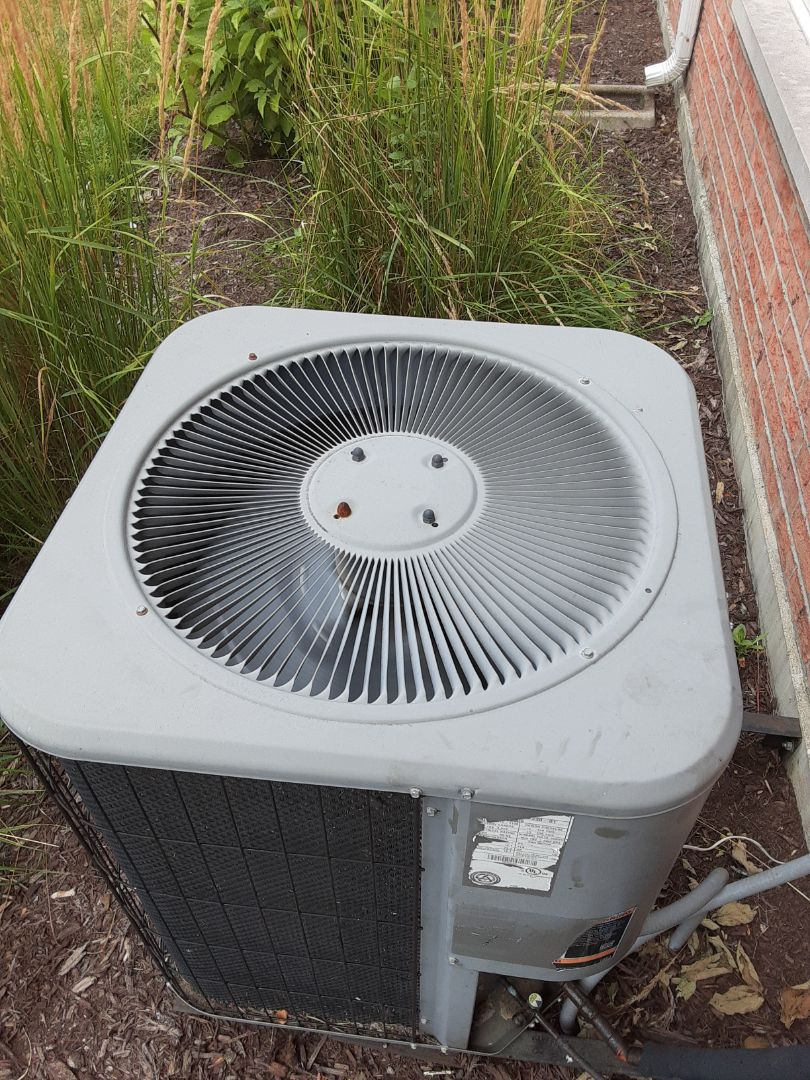 Joliet, IL - Complete ac maintenance. Replaced run capacitor and added 2lbs of R410a.