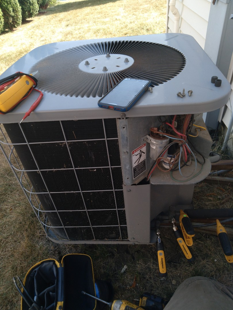 Crest Hill, IL - Diagnosed carrier ac for no cooling. Found thermostat faulty. Replaced thermostat.