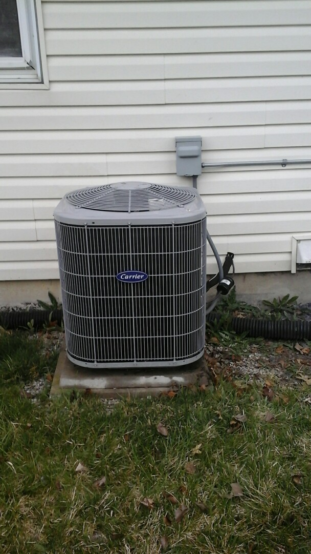 Plainfield, IL - Did an a/c maintenance on a carrier a/c