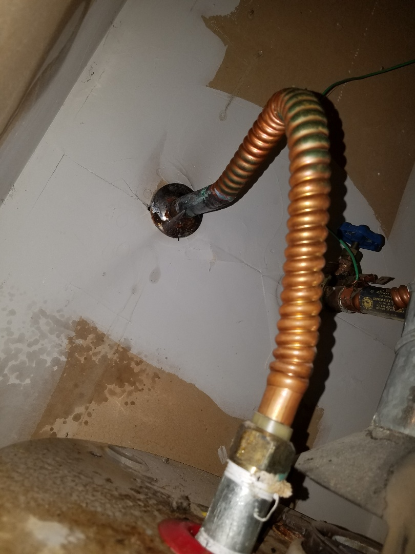 Arlington, TX - Leak on water heater pipe