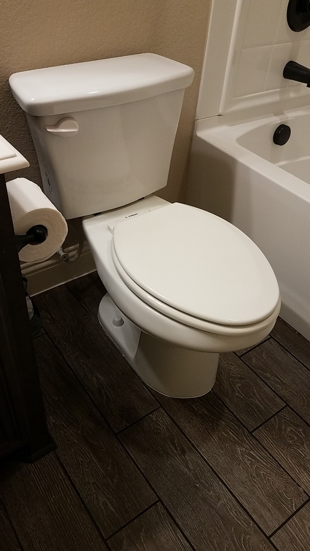 Midlothian, TX - Commode lose from base