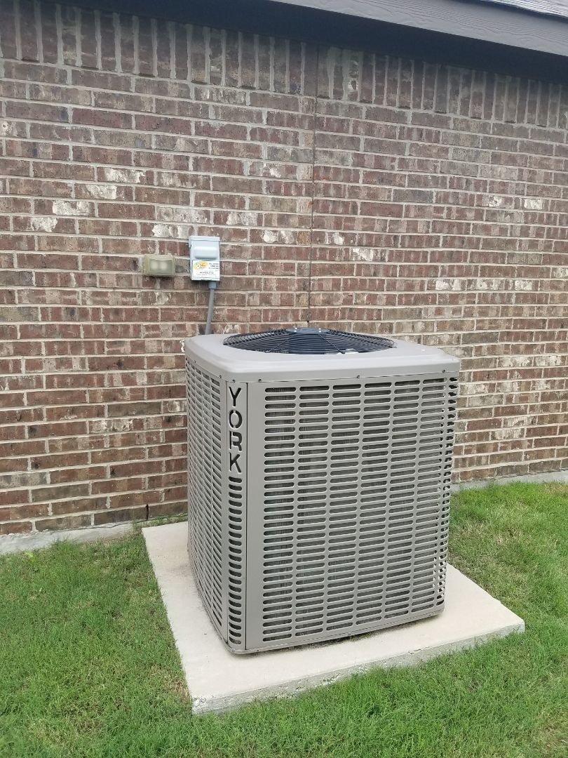 Waxahachie, TX - Air conditioner freezing up, add freon
