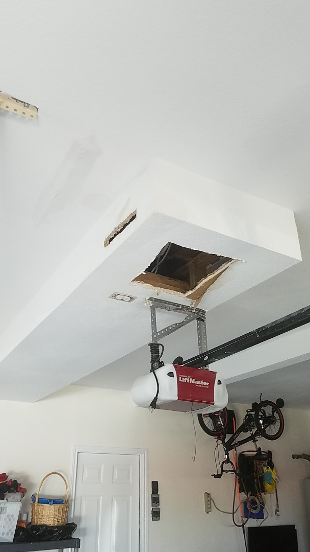 Red Oak, TX - Water leak in ceiling