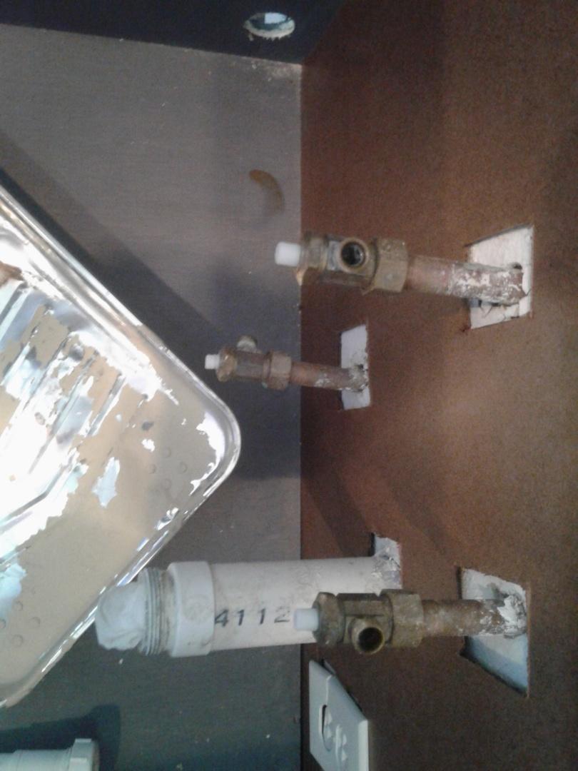 Dallas, TX - Shut off valves dripping