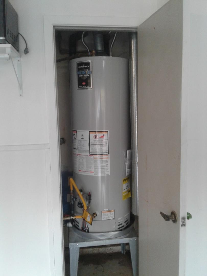 Arlington, TX - Water heater leaking