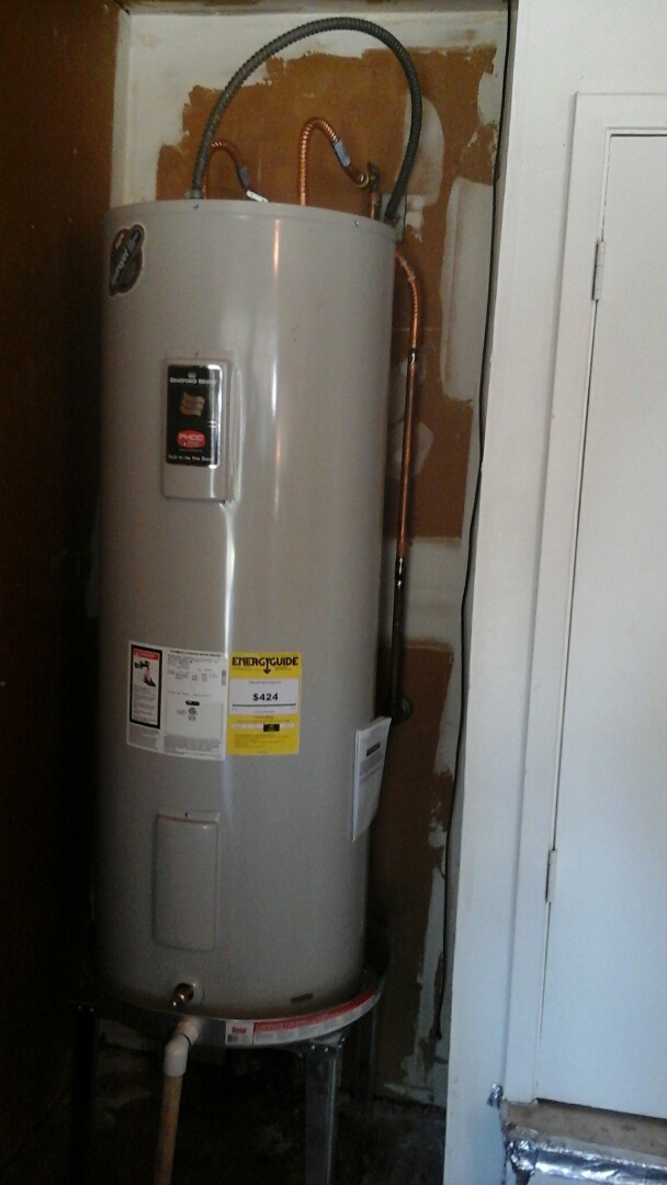 Grand Prairie, TX - Water heater leaking