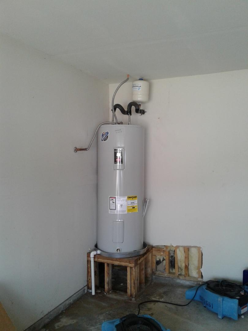 Glenn Heights, TX - Leaking water heater