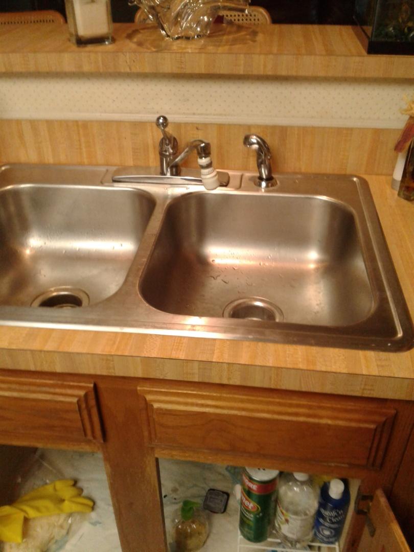 Cedar Hill, TX - Kitchen faucet leaking