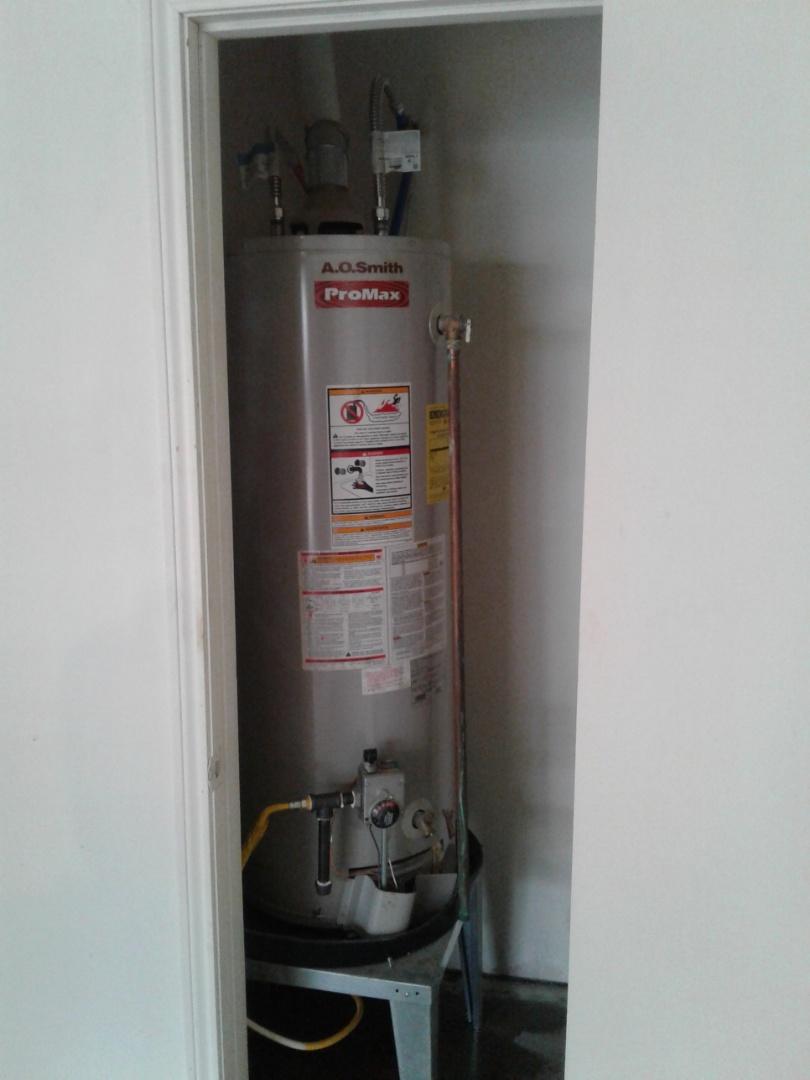 DeSoto, TX - Water heater is leaking