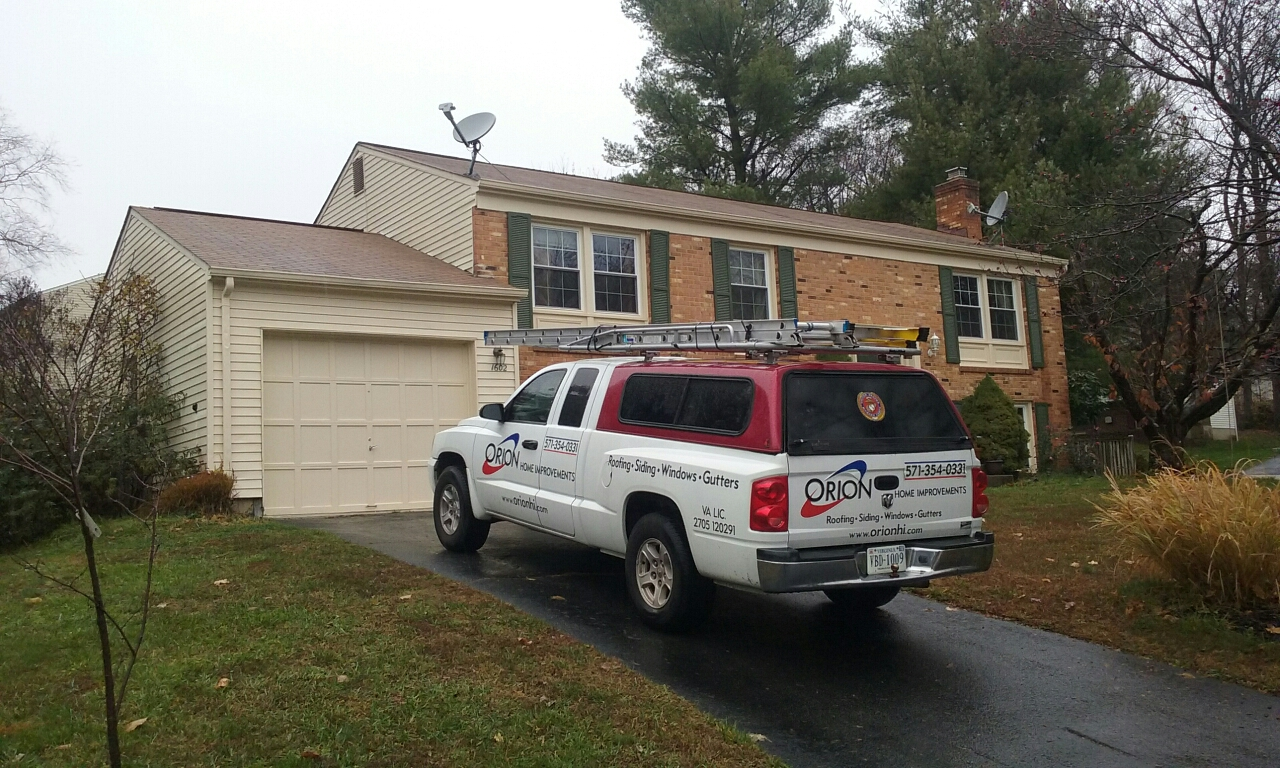 Herndon, VA - Two active leaks from ridge vent. We are installing new ridge vent for this customer in Herndon.