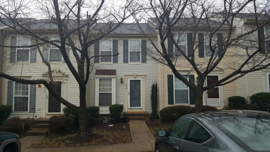 Woodbridge, VA - Hail and wind damage to a townhouse in in Woodbridge VA.  Will assist homeowner filing and insurance claim. Will replace entire roof and metal roof in front. Roof replacement to be covered by insurance company