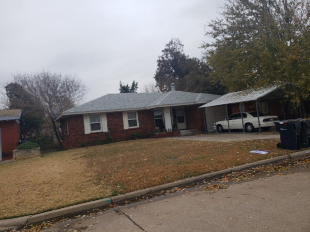 Oklahoma City, OK - Old roof was damaged from wind and hail. The homeowner's insurance paid to have it replaced. We used Malarkey Vista class 3 architectural shingles to replace the old roof on the home.