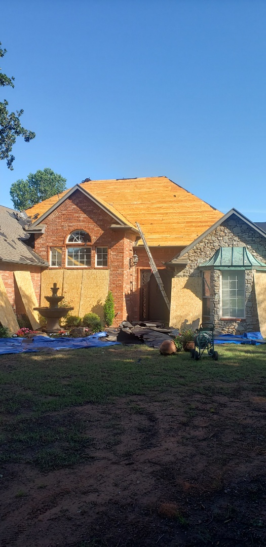 Blanchard, OK - Starting off this beautiful morning with a deck over in Blanchard Oklahoma. We will be going back with a beautiful GAF Timberline HD shingle.