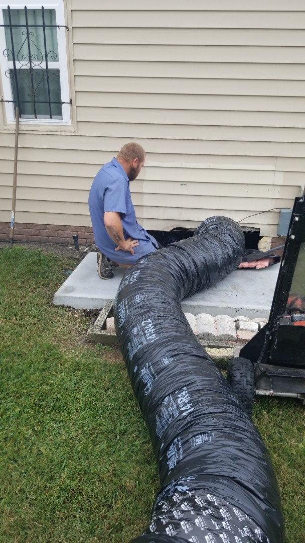 Lakeland, FL - Installing a new Franklin air conditioning system with all new duct work in Foxwood Village in Lakeland.