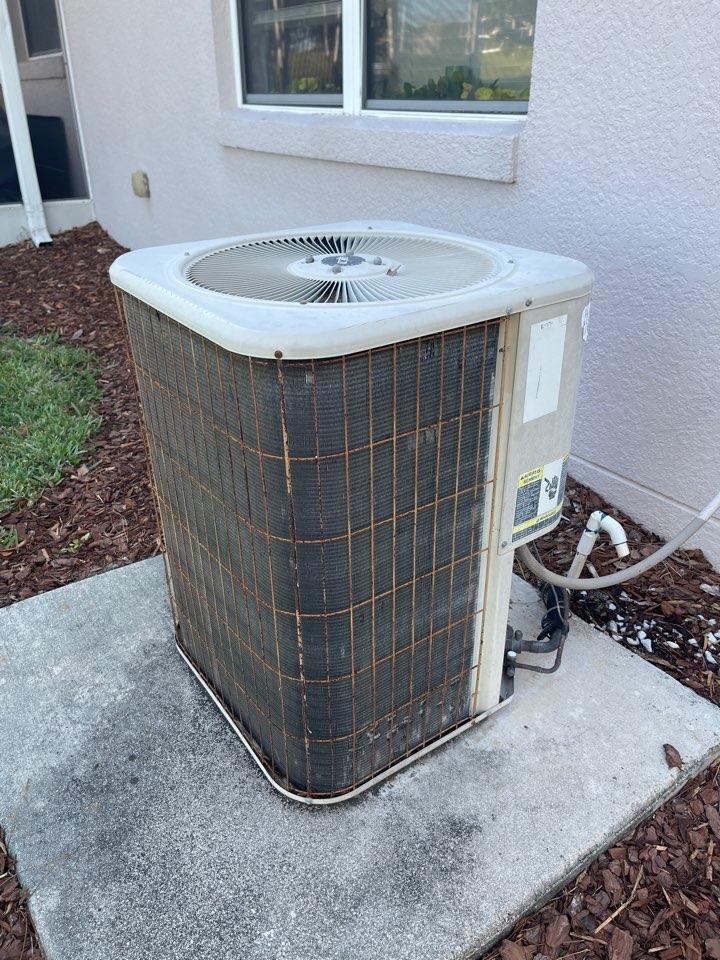 Leesburg, FL - Air conditioning Installation Leesburg FL - Replacing an old Lennox heat pump A/C System and installing a new High Efficiency Franklin A/C System for a family in Leesburg.