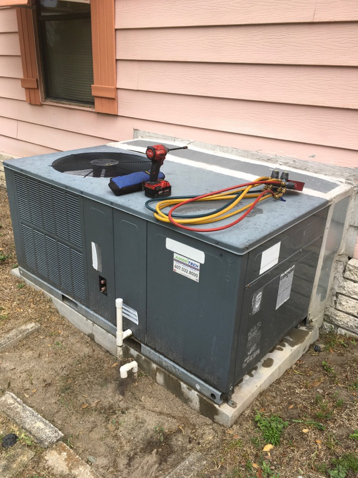 Zellwood, FL - AC Repair Zellwood - Service call, packed unit not cooling. Proceed to diagnose and check parts and components, found the capacitor and contactor were failing, system is working properly after the replacement.