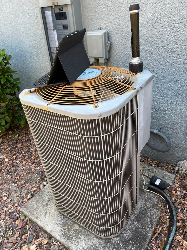 Windermere, FL - HVAC Replacement Windermere - Replacing an old system in Windermere with a new Franklin system.