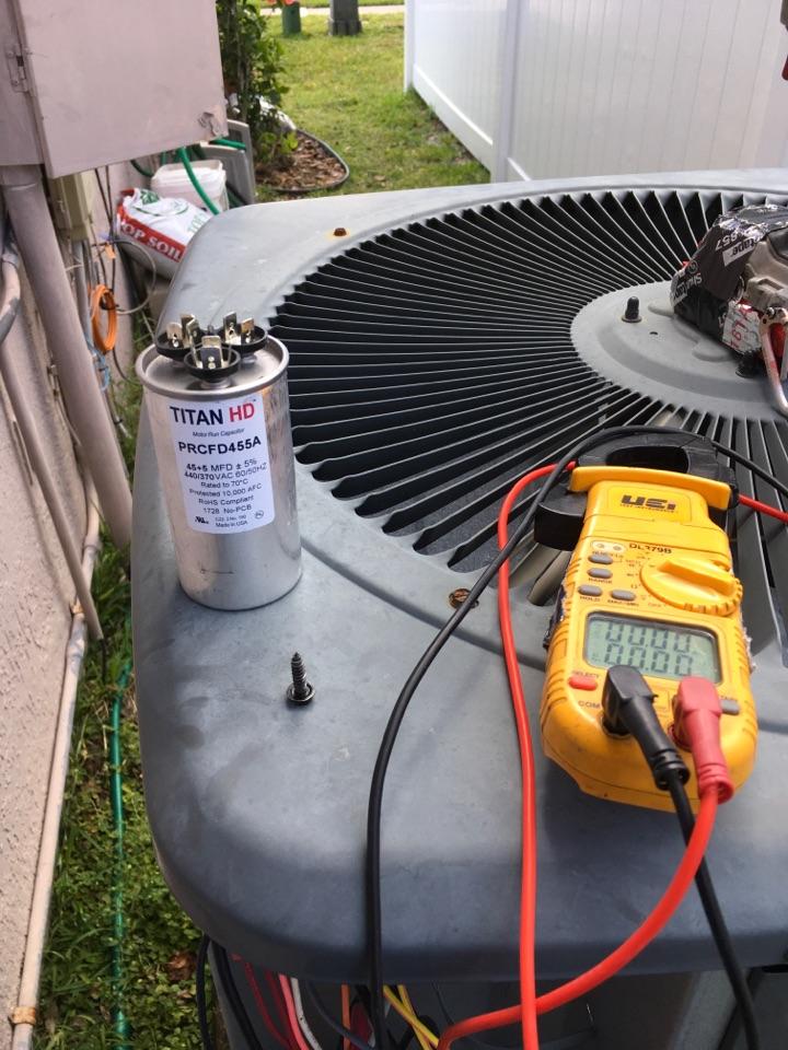 Oviedo, FL - AC Repair Oviedo, FL - Replacing a faulty dual capacitor in Oviedo