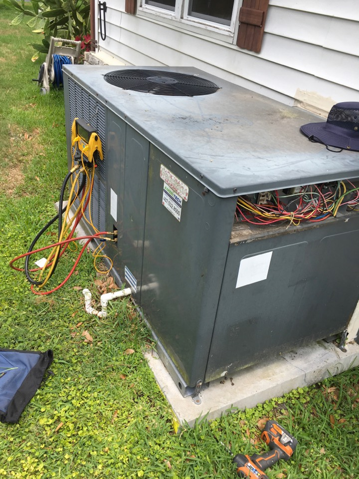 Zellwood, FL - AC Maintenance Zellwood - Performed full preventive maintenance on a Goodman package Unit for a family at Zellwood