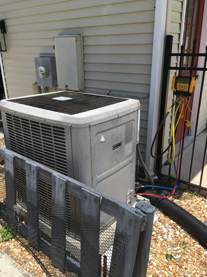 Longwood, FL - AC Maintenance Longwood - Performing diagnostic on system not cooling properly in Longwood.
