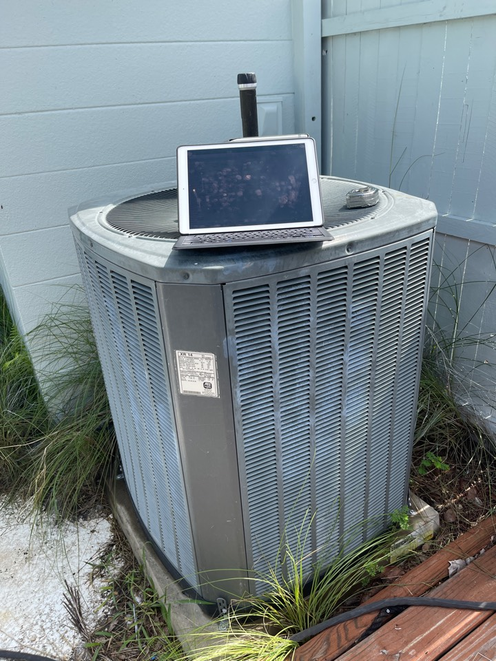 Belle Isle, FL - New AC Installation Belle Isle - Replacing a dead Trane system in Conway with a new Franklin system.