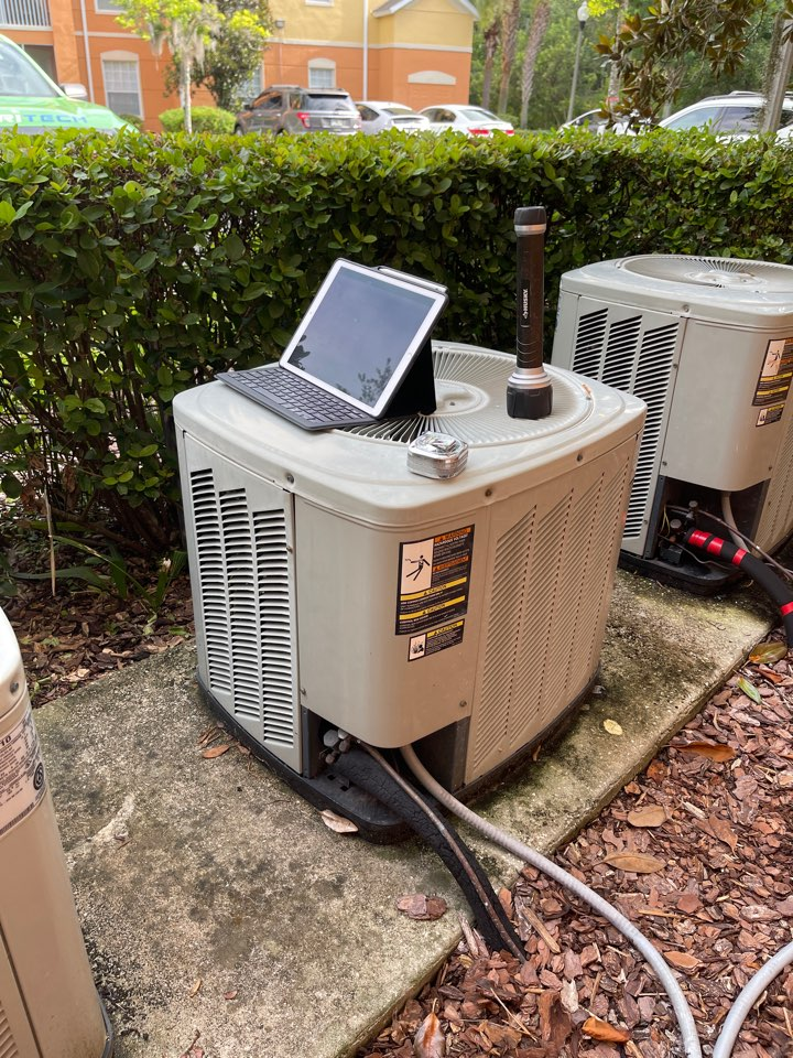 Orlando, FL - New AC System Orlando - Replacing an old inefficient system with a new Franklin system.