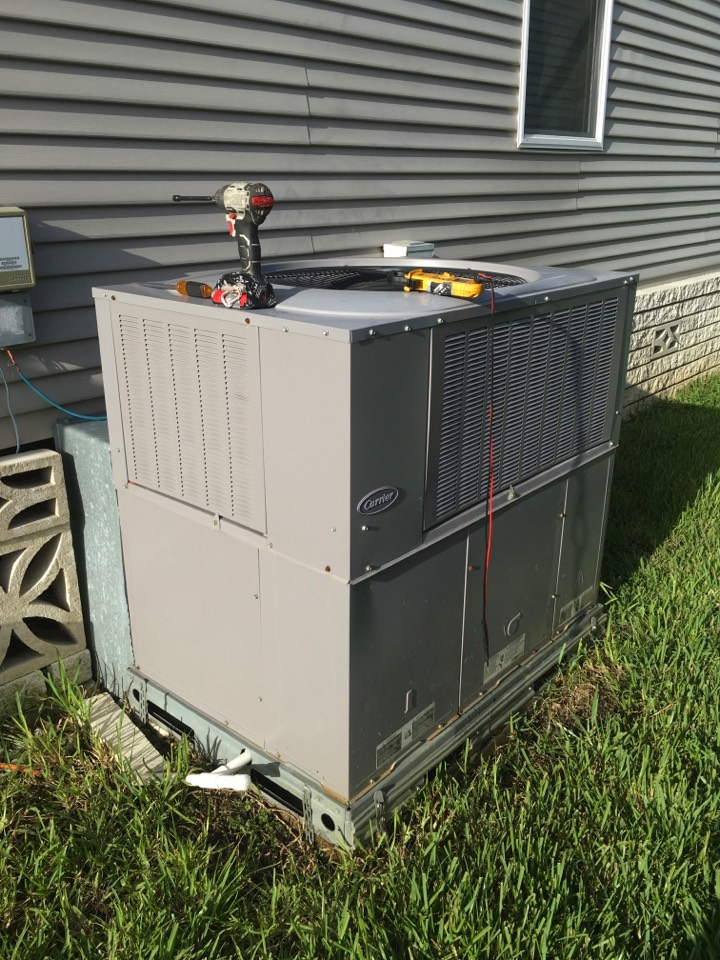Zellwood, FL - AC Tune Up Zellwood - Performing an AC Tune-Up on a package unit in Zellwood