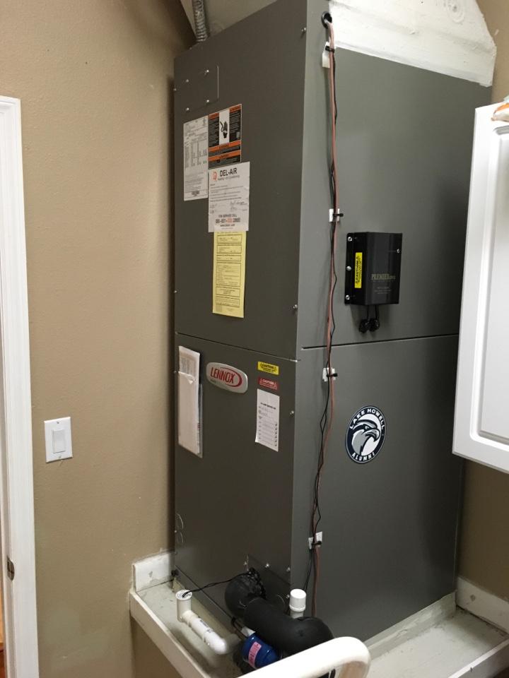Orlando, FL - Maintenance on a Lennox system for a family at Lexington view ,Orlando